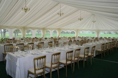 Formal configuration in wedding marquee westernmarquees.co.uk
